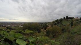 Άποψη από τους λόφους του Μπέργκαμο Po στην κοιλάδα - ιταλικοί προορισμοί ταξιδιού - χρονικό σφάλμα φιλμ μικρού μήκους