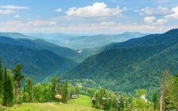 Άποψη από το βουνό Kokuya και Chairlift τον ανελκυστήρα Δημοκρατία Altai Ρωσία Στοκ Εικόνες