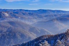 Άποψη από το βουνό Tserkovka στα βουνά Altai το χειμώνα Στοκ Φωτογραφίες