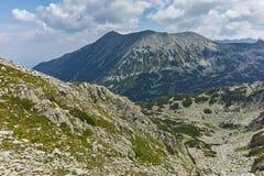 Άποψη από το πέρασμα Banderitsa στην αιχμή Todorka, βουνό Pirin Στοκ εικόνα με δικαίωμα ελεύθερης χρήσης