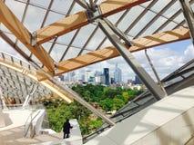 Άποψη από το πεζούλι της Louis Vuitton ιδρύματος στην υπεράσπιση Λα Στοκ Εικόνες
