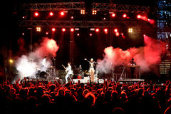 Άποψη από το πλήθος της συναυλίας του Λα ROUX (ζώνη) στο φεστιβάλ MBC Στοκ φωτογραφίες με δικαίωμα ελεύθερης χρήσης