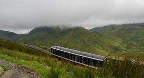 Άποψη από το υποστήριγμα Snowdon, Snowdonia, Gwynedd, Ουαλία, UK - που φαίνεται ο Βορράς προς Llyn Padarn και Llanberis, με στοκ εικόνα με δικαίωμα ελεύθερης χρήσης