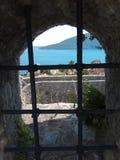 Άποψη από το φρούριο στη θάλασσα μέσω των φραγμών στοκ φωτογραφίες με δικαίωμα ελεύθερης χρήσης