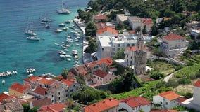 Άποψη από το φρούριο στο λιμάνι της πόλης Hvar απόθεμα βίντεο