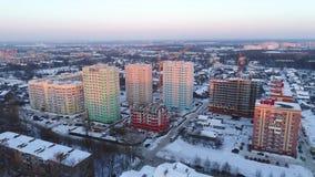 Άποψη από το ύψος στα νέα κτήρια και τα κτήρια κάτω από την οικοδόμηση σε Yaroslavl το χειμώνα Ρωσία απόθεμα βίντεο