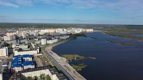 Άποψη από το ύψος της πόλης Nadym και της περιβάλλουσας φύσης δασικό tundra στην αυτόνομη περιοχή yamalo-Nenets φιλμ μικρού μήκους