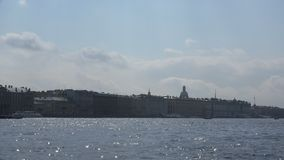 Άποψη από το Neva στο θόλο του καθεδρικού ναού του ST Isaac ` s φιλμ μικρού μήκους
