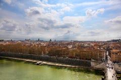 Άποψη από Castel Sant ` Angelo του ποταμού Tiber και της ρωμαϊκής εικονικής παράστασης πόλης Στοκ Εικόνα