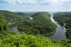 Άποψη από Cloef σε Saarschleife, ποταμός Σάαρ, Γερμανία Στοκ φωτογραφία με δικαίωμα ελεύθερης χρήσης