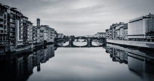Άποψη από Ponte Vecchio, Φλωρεντία, Ιταλία (bw) Στοκ εικόνα με δικαίωμα ελεύθερης χρήσης