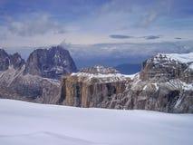 Άποψη από Sass Pordoi πέρα από τα περιβάλλοντα βουνά στη δύση στοκ φωτογραφία με δικαίωμα ελεύθερης χρήσης