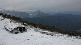 Άποψη από Thade Pati, Helambu Νέο χιόνι σε ένα πρωί άνοιξη RU Στοκ Φωτογραφίες