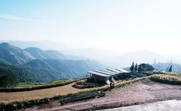 άποψη βουνών και τοπίων στοκ φωτογραφία με δικαίωμα ελεύθερης χρήσης