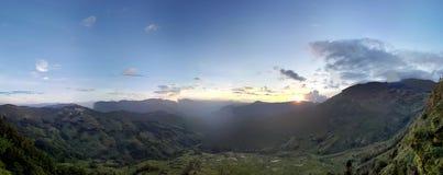 Άποψη βουνών πανοράματος Στοκ φωτογραφία με δικαίωμα ελεύθερης χρήσης