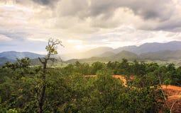 Άποψη βουνών στο γιο Pai Mae Hong, Ταϊλάνδη στοκ φωτογραφία