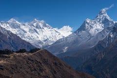 Άποψη βουνών του Ιμαλαίαυ συμπεριλαμβανομένου Everest, Lhotse, και Ama Dabla Στοκ φωτογραφία με δικαίωμα ελεύθερης χρήσης