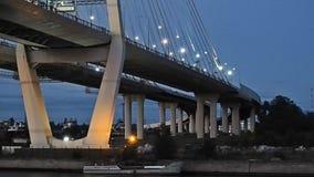 Άποψη βραδιού της γέφυρας απόθεμα βίντεο