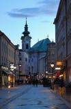 Άποψη βραδιού σχετικά με τη για τους πεζούς οδό του Σάλτζμπουργκ Στοκ Φωτογραφίες