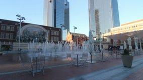 Άποψη βραδιού της πλατείας Sundance στο στο κέντρο της πόλης Fort Worth