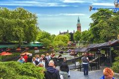 Άποψη βραδιού των κήπων Tivoli με τη λίμνη βαρκών δράκων Στοκ Φωτογραφίες