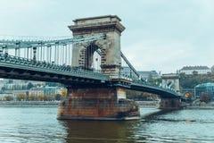 Άποψη γεφυρών αλυσίδων Szechenyi από την πλευρά Δούναβη Βουδαπέστη, Ουγγαρία Στοκ Φωτογραφίες