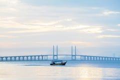 Άποψη γεφυρών Penang από την ακτή της πόλης Penang, Μαλαισία του George Στοκ φωτογραφίες με δικαίωμα ελεύθερης χρήσης
