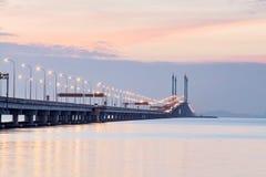 Άποψη γεφυρών Penang από την ακτή της πόλης Penang, Μαλαισία του George Στοκ Εικόνα