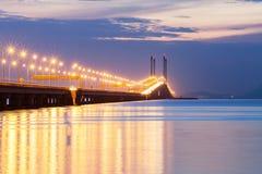 Άποψη γεφυρών Penang από την ακτή της πόλης Penang, Μαλαισία του George Στοκ Φωτογραφίες
