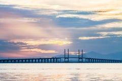 Άποψη γεφυρών Penang από την ακτή Στοκ φωτογραφία με δικαίωμα ελεύθερης χρήσης