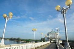 Άποψη γεφυρών Sarasin στους σαφείς δημοφιλείς προορισμούς ουρανού σε Phuket στοκ φωτογραφία με δικαίωμα ελεύθερης χρήσης