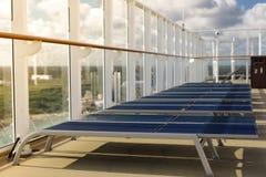 Άποψη γραμμών κρουαζιέρας σχετικά με τη τοπ γέφυρα Στοκ Εικόνα