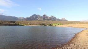 Άποψη γωνίας TWide πέρα από τα βουνά του boland έξω από το Worcester στο δυτικό ακρωτήριο της Νότιας Αφρικής απόθεμα βίντεο