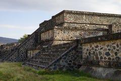 Άποψη γωνιών μιας μικρής πυραμίδας στη archeological περιοχή Teotihuacan, Μεξικό Στοκ Φωτογραφίες