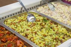 Άποψη διαφορετικές έτοιμες σαλάτες στο κατάστημα Στοκ φωτογραφία με δικαίωμα ελεύθερης χρήσης