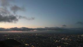 Άποψη εικονικής παράστασης πόλης νύχτας Timelapse της πόλης Sapporo από την παρατήρηση Moiwa βουνών φιλμ μικρού μήκους