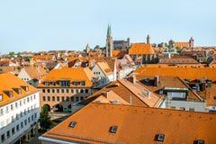 Άποψη εικονικής παράστασης πόλης πρωινού σχετικά με την πόλη Nurnberg, Γερμανία στοκ εικόνα