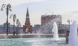 Άποψη εικονικής παράστασης πόλης υποβάθρου του πύργου και της πηγής Spassky Yoshkar-Ola Στοκ φωτογραφία με δικαίωμα ελεύθερης χρήσης