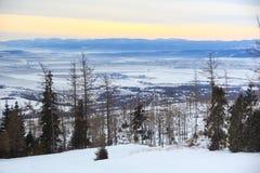 Άποψη ενός μπλε οροπέδιου από ένα ύψος 1285 μ θερέτρου σκι και πεζοπορίας Hrebienok Στοκ φωτογραφία με δικαίωμα ελεύθερης χρήσης