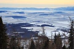Άποψη ενός μπλε οροπέδιου από ένα ύψος 1285 μ θερέτρου σκι και πεζοπορίας Hrebienok Στοκ εικόνες με δικαίωμα ελεύθερης χρήσης
