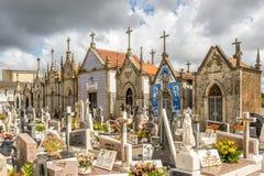 Άποψη ενός χαρακτηριστικού πορτογαλικού του χωριού νεκροταφείου κοντά στην κυρία μας εκκλησίας Amparo σε Valega - την Πορτογαλία Στοκ φωτογραφίες με δικαίωμα ελεύθερης χρήσης