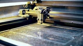Άποψη εξοπλισμού εργασίας lazer graving απόθεμα βίντεο