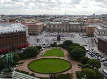 Άποψη επάνω της πόλης της Αγία Πετρούπολης από την κιονοστοιχία του ST Isaac ` s Ρωσία στοκ εικόνες με δικαίωμα ελεύθερης χρήσης