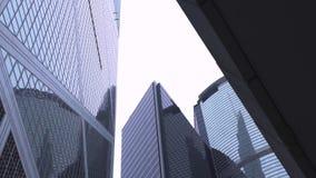 Άποψη επιχειρησιακής οικοδόμησης προσόψεων γυαλιού κατώτατη στην πόλη Χονγκ Κονγκ Πρόσοψη κτιρίου γραφείων και ουρανοξυστών με το φιλμ μικρού μήκους