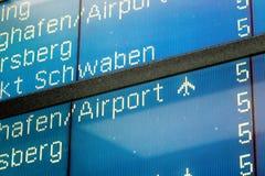 Άποψη λεπτομέρειας σχετικά με το σημάδι άφιξης πτήσης αεροπλάνων Στοκ εικόνα με δικαίωμα ελεύθερης χρήσης
