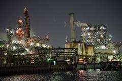 Άποψη εργοστασίων από ένα κανάλι τη νύχτα σε Kawasaki, Τόκιο Στοκ εικόνες με δικαίωμα ελεύθερης χρήσης