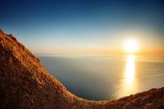Άποψη ηλιοβασιλέματος από το mountaintop Τουρισμός, ταξίδι, υπόβαθρο θάλασσας στοκ εικόνες
