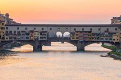 Άποψη ηλιοβασιλέματος στη γέφυρα Ponte Vecchio στη Φλωρεντία, Τοσκάνη, Ιταλία Στοκ Εικόνες