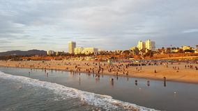 Άποψη ηλιοβασιλέματος της παραλίας στη Σάντα Μόνικα, Λος Άντζελες ΗΠΑ στοκ φωτογραφίες