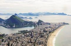 Άποψη ηλιοβασιλέματος της φραντζόλας και Botafogo ζάχαρης βουνών στο Ρίο ντε Τζανέιρο _ Στοκ Εικόνες